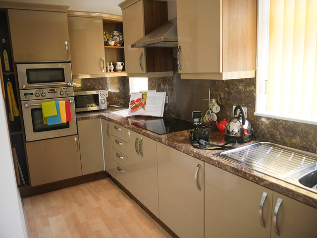 Bungalow staged for sale hull for Home decor hull limited
