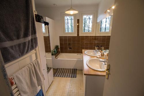 d couvrez comment m tamorphoser une salle de bains de a z avec un tout petit budget. Black Bedroom Furniture Sets. Home Design Ideas