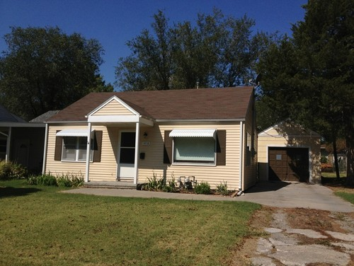 Curb appeal tiny 1950 39 s ranch for How to add curb appeal to a ranch style house