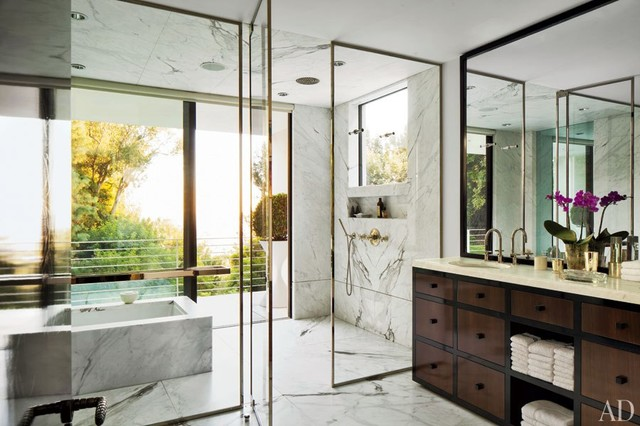 Waldo fernandez 39 s midcentury los angeles home for Architectural digest bathroom ideas