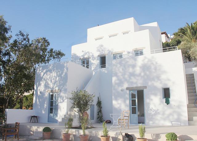 construction et am nagement d une maison de 140 m2 sur une le grecque bord de mer fa ade. Black Bedroom Furniture Sets. Home Design Ideas