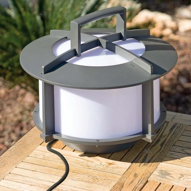 Objet lumineux pour la d coration de la terrasse ou du for Lampe exterieure contemporaine