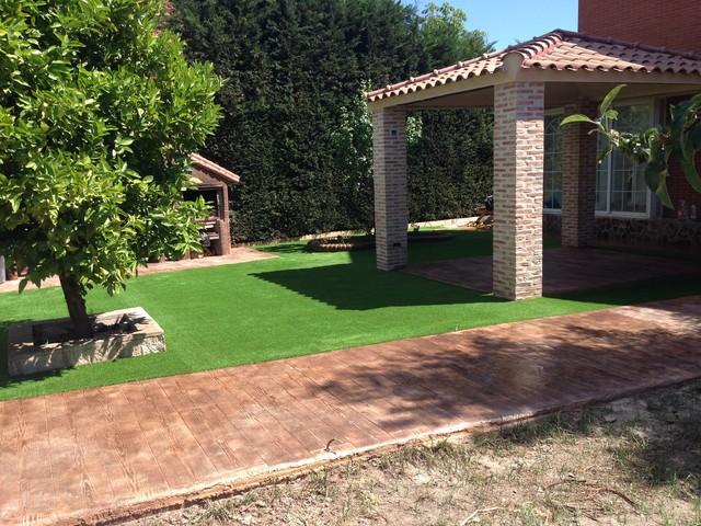 Renovaci n de jardines con c sped artificial industrial - Jardin con cesped artificial ...