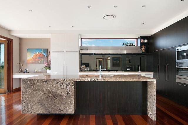 Riverlinks Gold Coast  Kitchen Design & Build contemporary