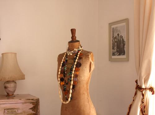 Vintage manequin for jewellery