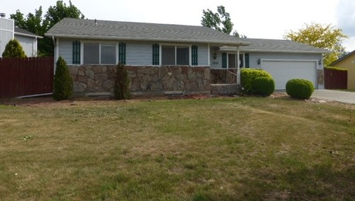 Oh boy help with outside of 1970 39 s ranch style home for 70 s ranch exterior makeover
