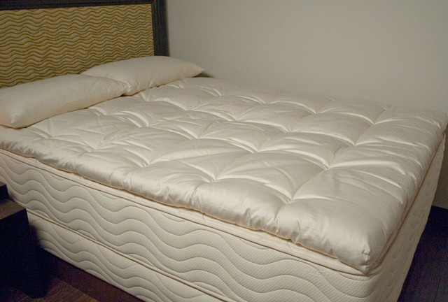 For Sale Classic Contour Pillow And 2 Inch Thick 4 Pound Density Visco Elastic Memory Foam Mattress Pad Bed Topper Made...