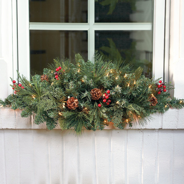 Christmas Swags Decorations: Classic Pre-lit Window Christmas Swag Christmas Decor