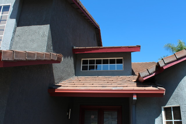 Seamless Box Style Gutters Colonial Red Storm Gray