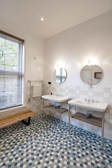 Salles d 39 eau classiques - Salle de bain classique chic ...