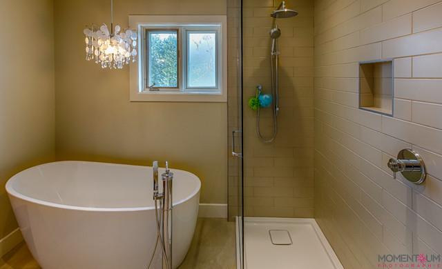 Salle de bain mc masterville modern montreal by renovia inc - Salle de bain modern ...