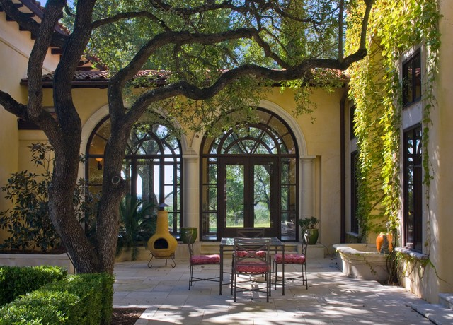 Barton creek italian villa patio mediterranean austin for Italian villa decorating ideas