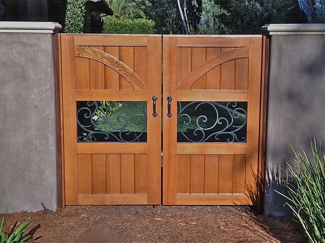 Custom gates modern home fencing and gates san diego for Sd garden designs