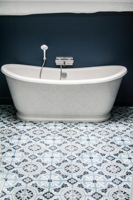 r alisations carreaux de ciment salle de bain by ateliers zelij traditional bathroom. Black Bedroom Furniture Sets. Home Design Ideas