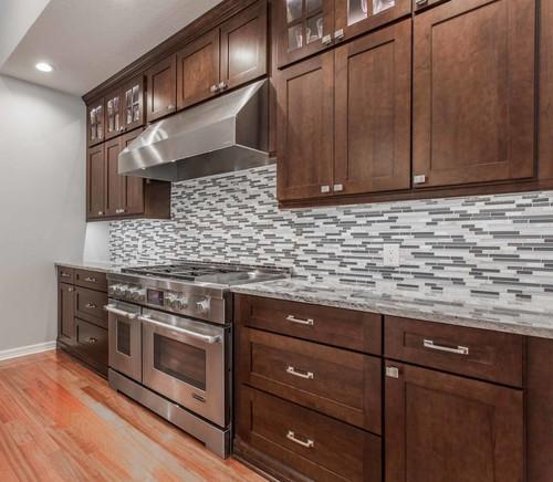 Kitchen Backsplash Ideas With Dark Oak Cabinets: White Ice Granite Dark Cabinets Backsplash Ideas
