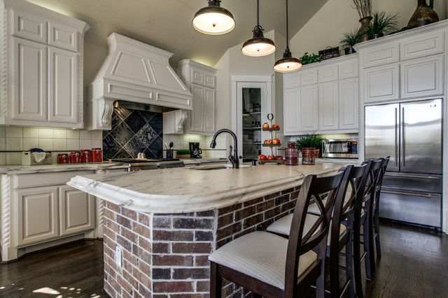 Grand Homes - Traditional - Kitchen - Dallas - by JE Design Group Inc