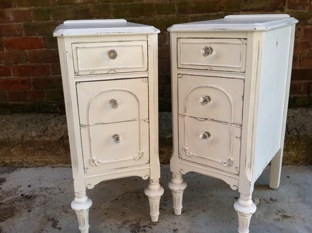 vintage white nightstands 1