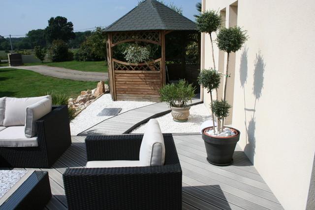 Aménagement dune terrasse en bois composite gris modernlandscape
