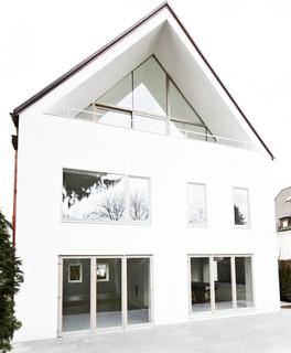 minimalist modern sanierung m nchen by buero philipp moeller bauhaus look haus fassade. Black Bedroom Furniture Sets. Home Design Ideas