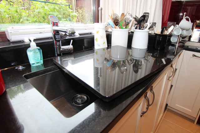 Black Granite upstand  Farmhouse  Kitchen  london  by LWK Kitchens