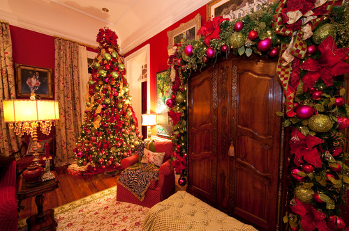 Holiday Installation Grand Colonial