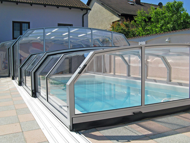 Retractable pool enclosures combi modern other metro for Telescopic pool enclosures