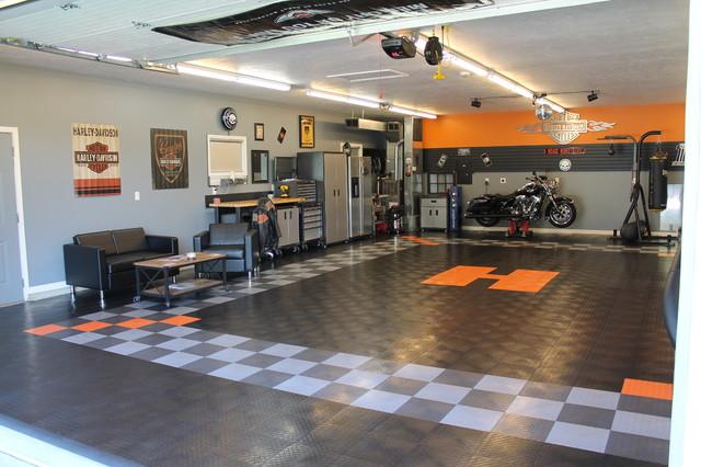 Racedeck garage floor makes this harley davidson garage for Carrelage sol garage