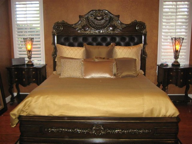 Our work bedroom chicago by walter e smithe for Walter e smithe dining room sets