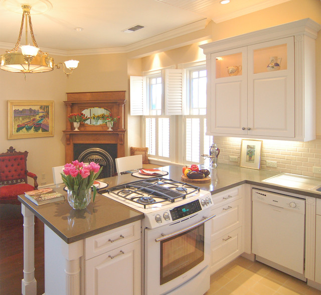 2015 photos victorian carriage house brookhaven for Carriage house kitchen cabinets