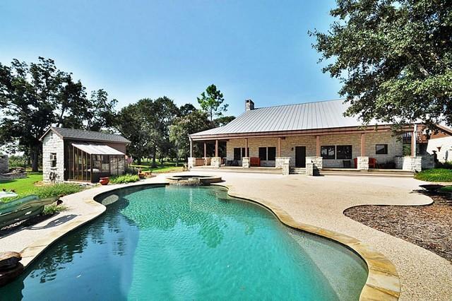 Showcase home texas ranch home for Texas ranch piani casa con portici