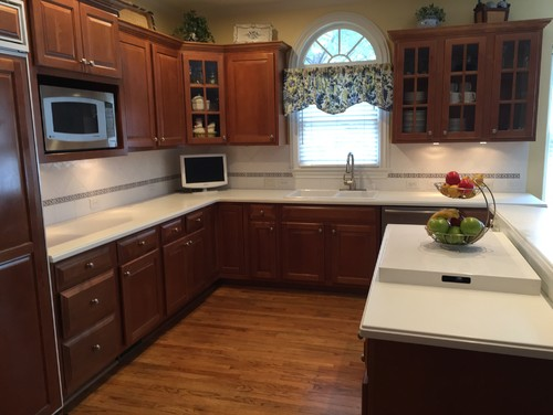 Updating kitchen countertops backsplash cabinets for Cost to update kitchen cabinets and countertops
