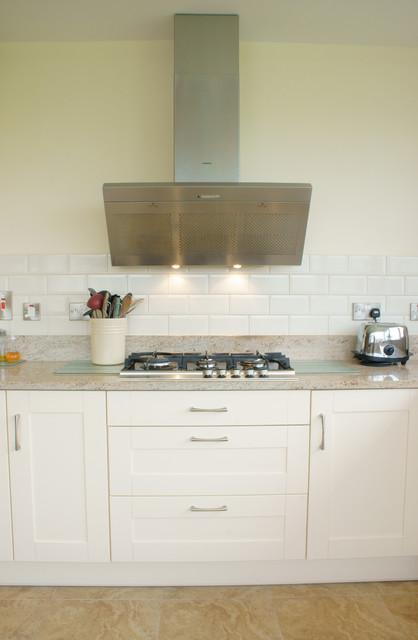 Shaker style kitchen natural granite benchtop for Shaker style kitchen with granite