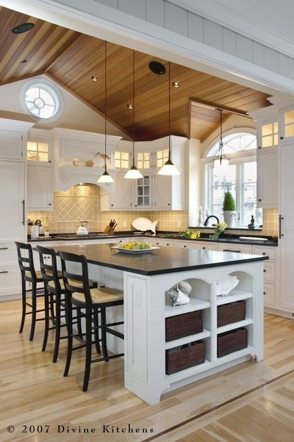 Carriage house kitchens for Carriage house kitchen cabinets