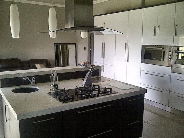 Gauteng modern kitchens modern kitchen cabinetry for Kitchen cabinets gauteng