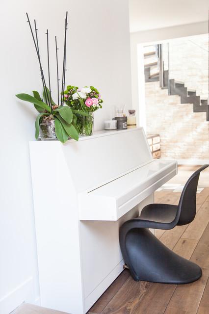 sur l vation de maison avec toit terrasse contemporary entry paris by myhomedesign. Black Bedroom Furniture Sets. Home Design Ideas