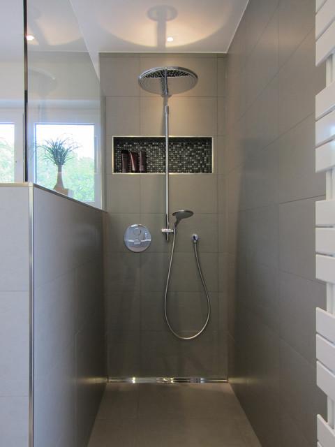 Dusche im familienbad modern badezimmer other metro for Badezimmer dusche modern