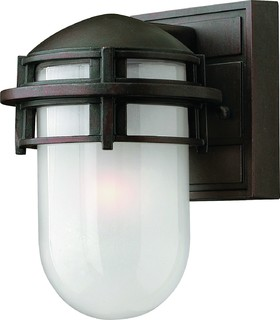 Hinkley hk reef mini vz industriel lampadaire for Mini lampadaire exterieur