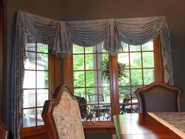 Bay And Corner Windows Traditional Window Treatments