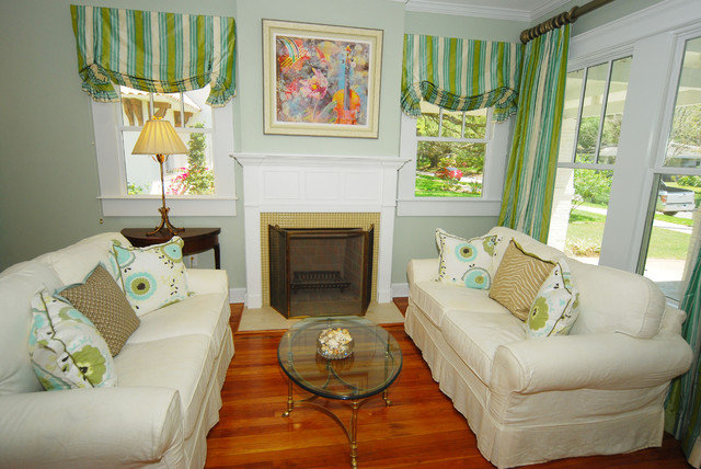 Bayshore beautiful bungalow renovation living room for Beautiful living rooms traditional
