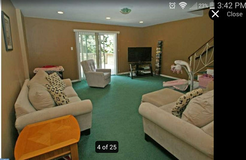 What Wall Color Goes With Dark Green Carpet