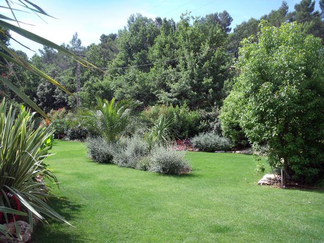 Cr ation de jardins paysagers avec piscine et jacuzzi for Jardins paysagers