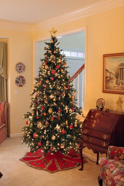 Saratoga Spruce Artificial Christmas Tree