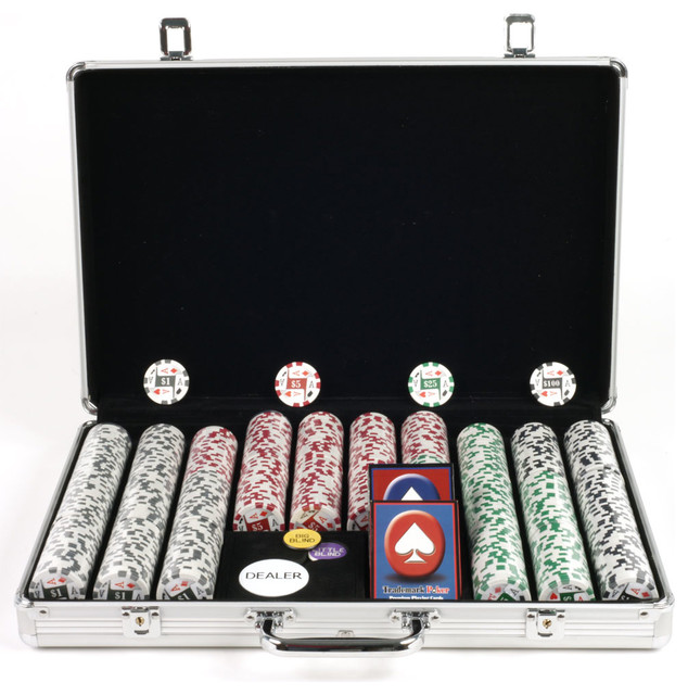 trademark 4 aces poker set