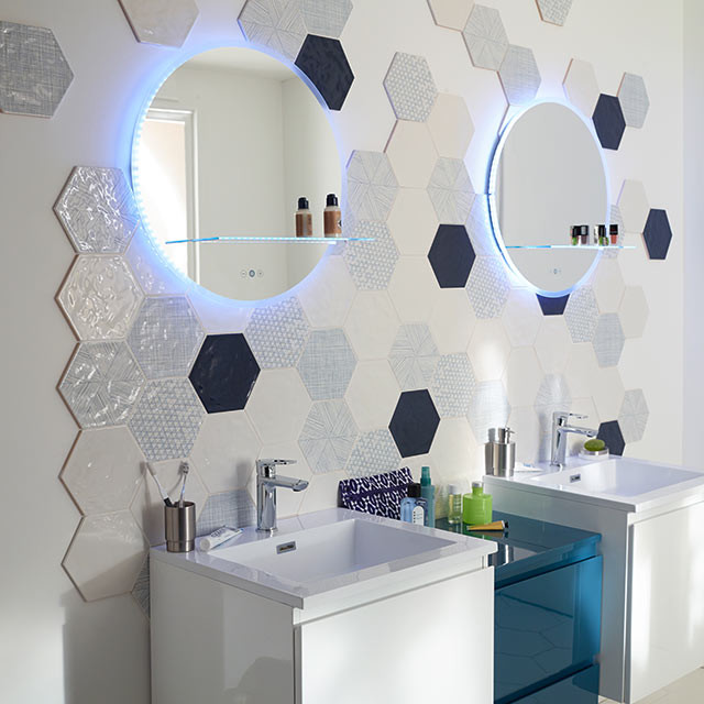 carrelage mural hexagonal bleu d cor makara modern wand bodenfliesen von castorama. Black Bedroom Furniture Sets. Home Design Ideas