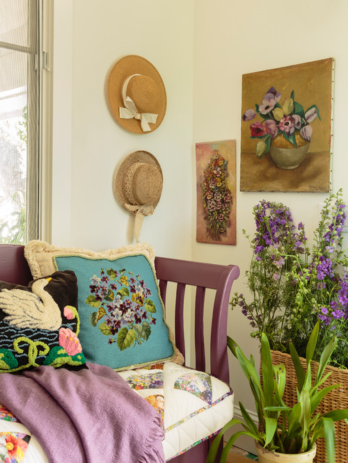 Vibrant Westside Cottage