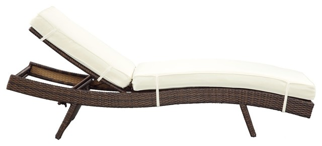 Peer chaise in brown white outdoor chaise lounges for Chaise longue d interieur design