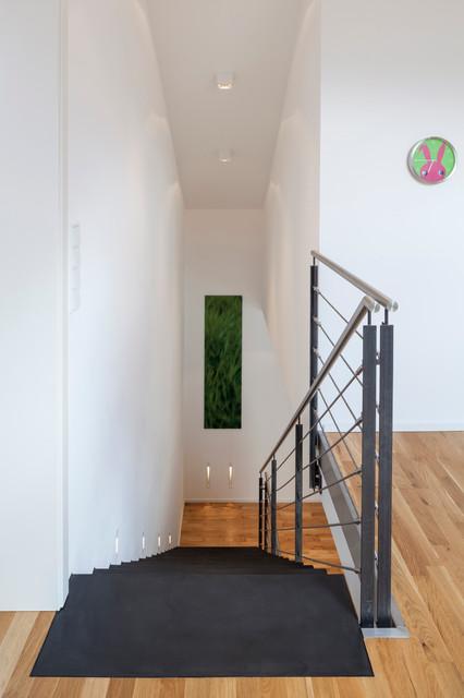 beton cir auf treppe contemporary staircase other metro by einwandfrei handwerkskunst. Black Bedroom Furniture Sets. Home Design Ideas