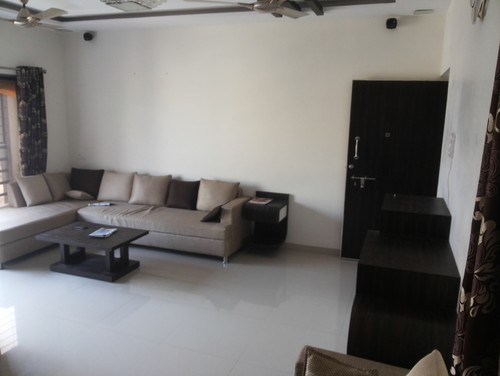 Nee Help To Decorate A Blank Wall Of Living Room