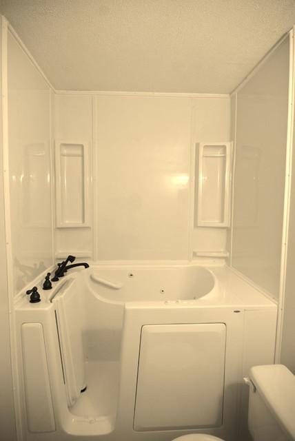 Bathroom remodeling baltimore de dun rite contractors for Bath remodel baltimore