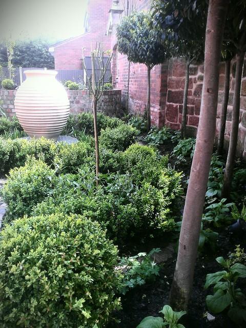 Walled Courtyard Garden For Mews Cottage